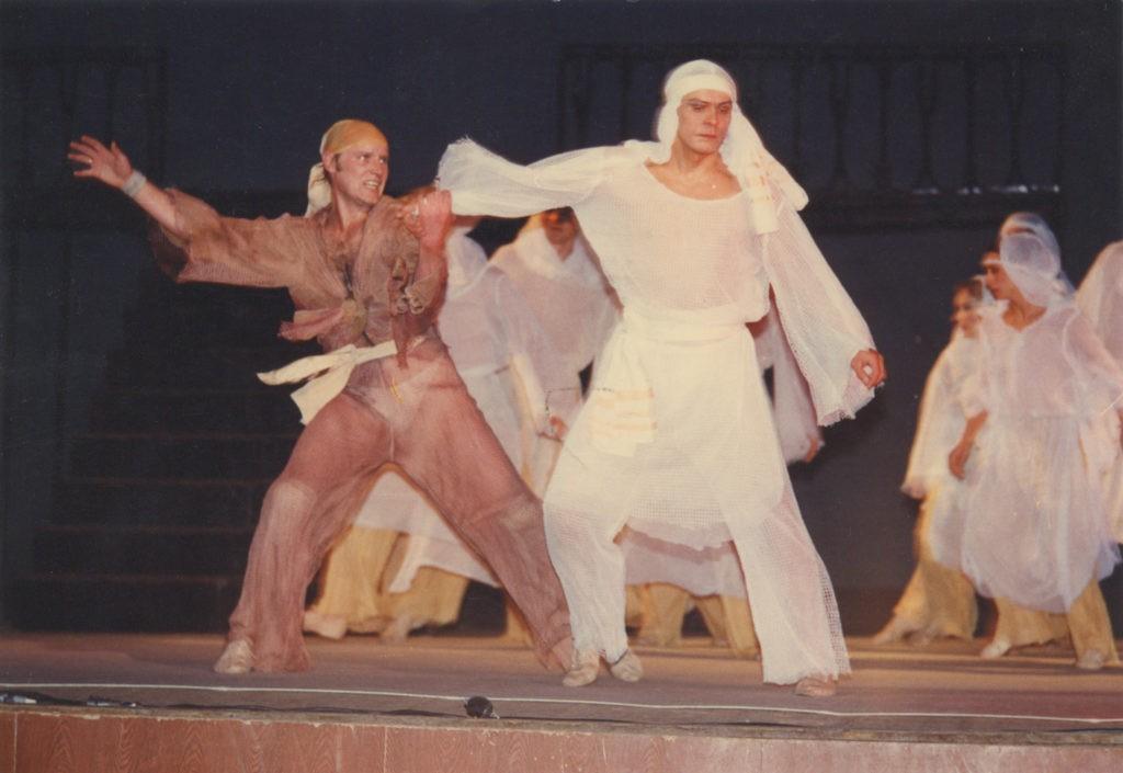 Сцена из спектакля «Иисус Христос – суперзвезда»: фотография