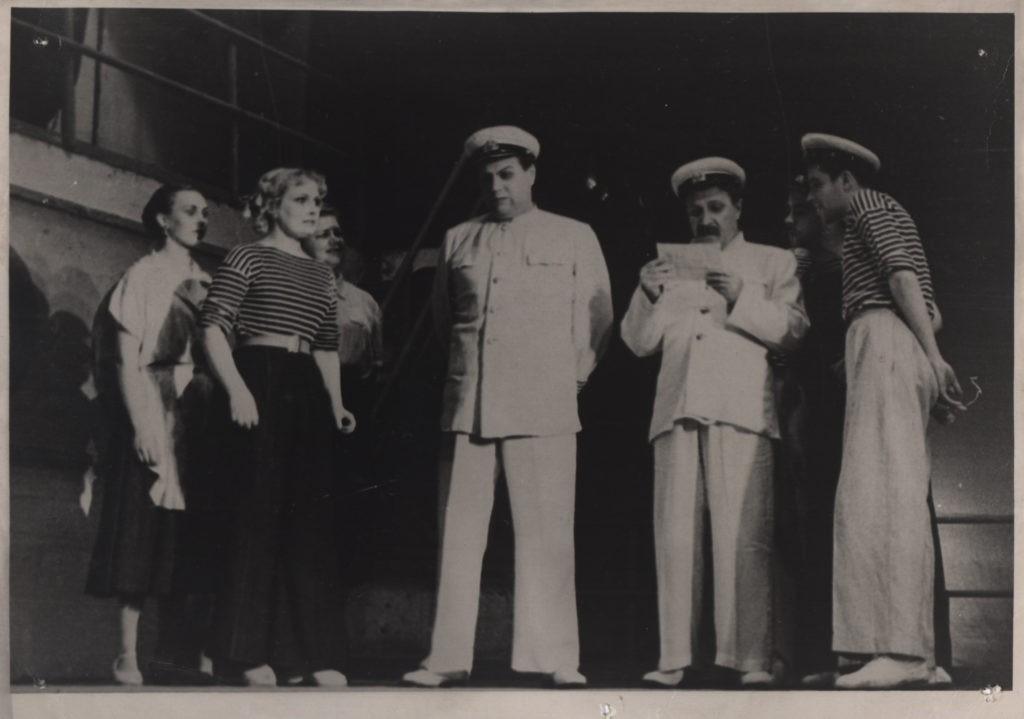 Н. Грюнберг (Цагина), Е. Григорьев, А. Адрианов (спектакль «Белая акация»): фотография