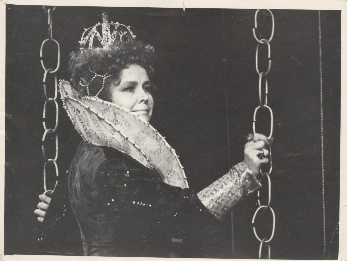 Сцена из спектакля «Мария Стюарт»: фотография