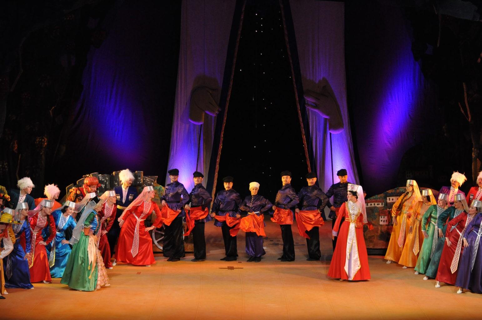 Сцена из спектакля «Ханума»: фотография