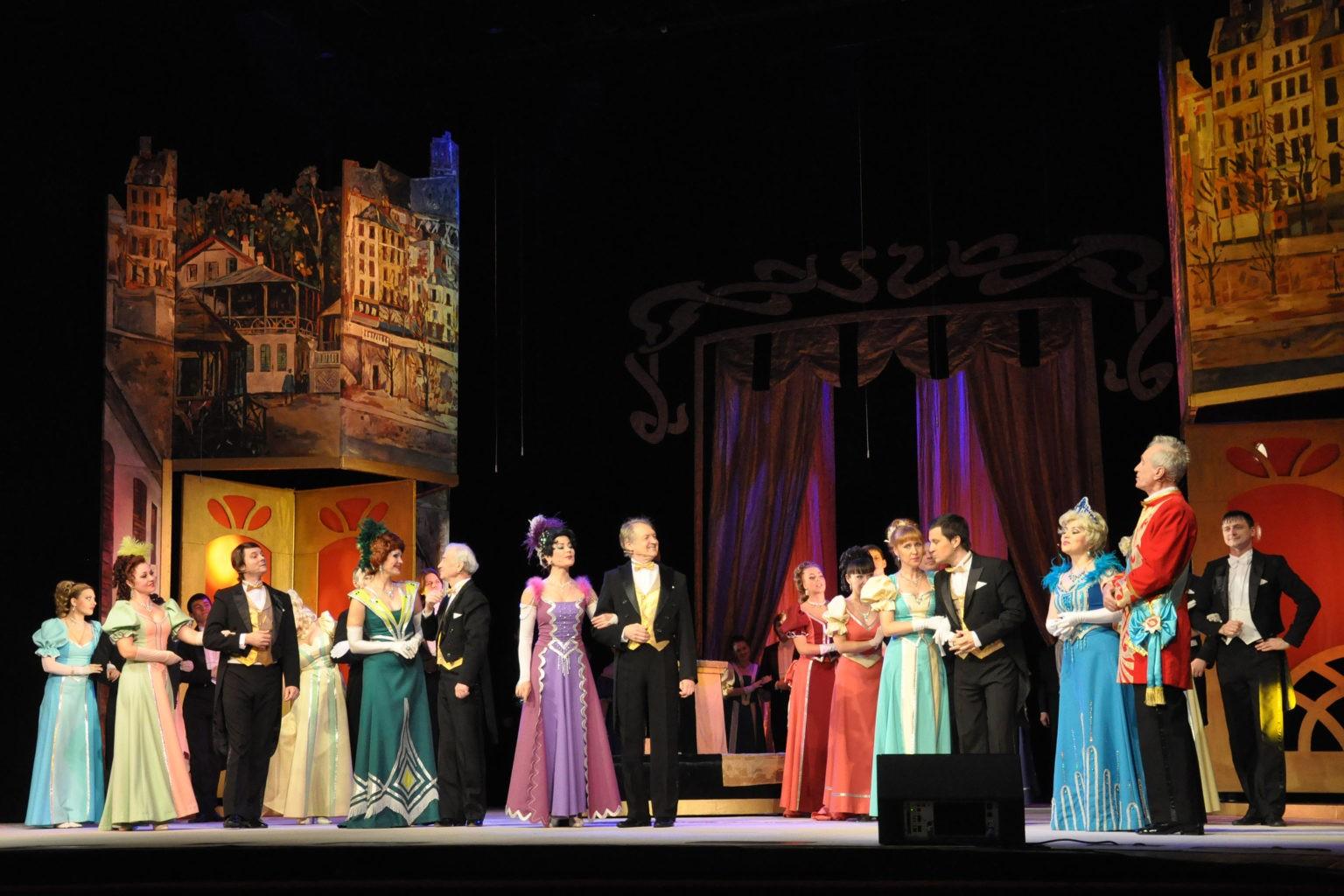 Сцена из спектакля «Веселая вдова»: фотография