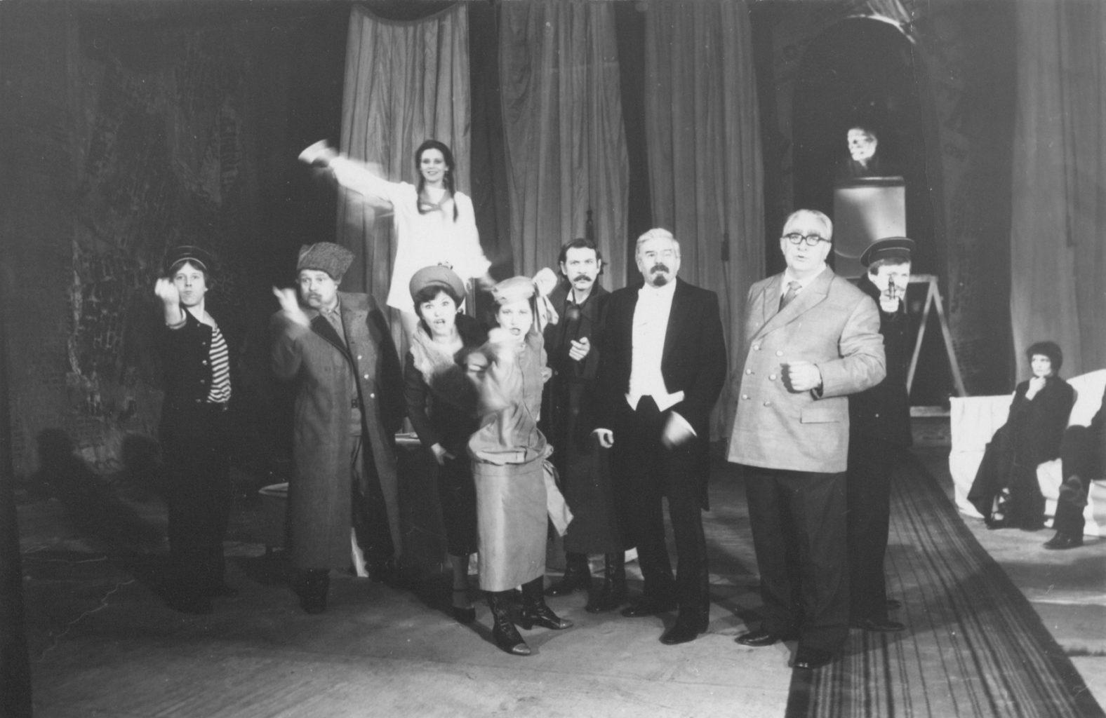 Сцена из спектакля «Ревизор», 1991 г.: фотография