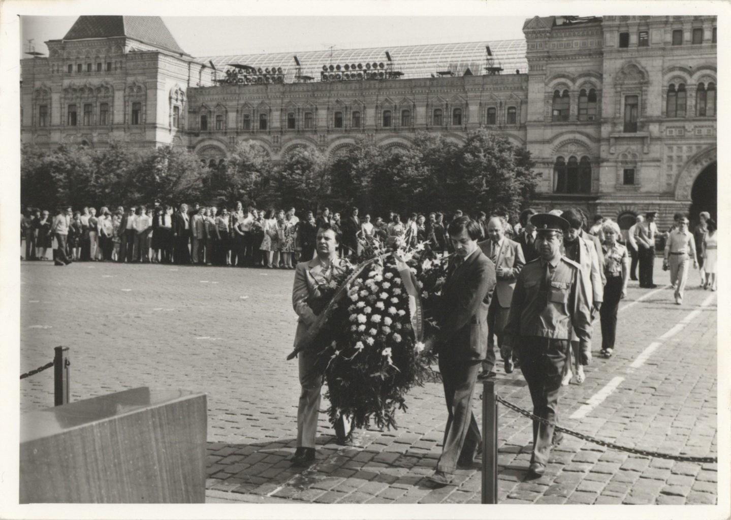 Коллектив театра на гастролях в Москве, Красная площадь, 1981 г.: фотография