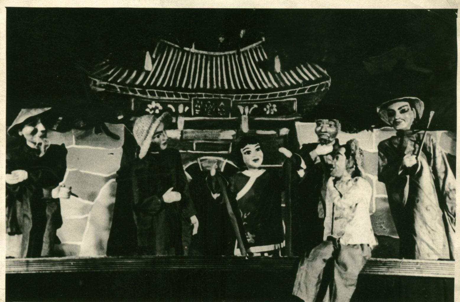 Сцена из спектакля «Туфелька Дин», 50-е г.: фотография