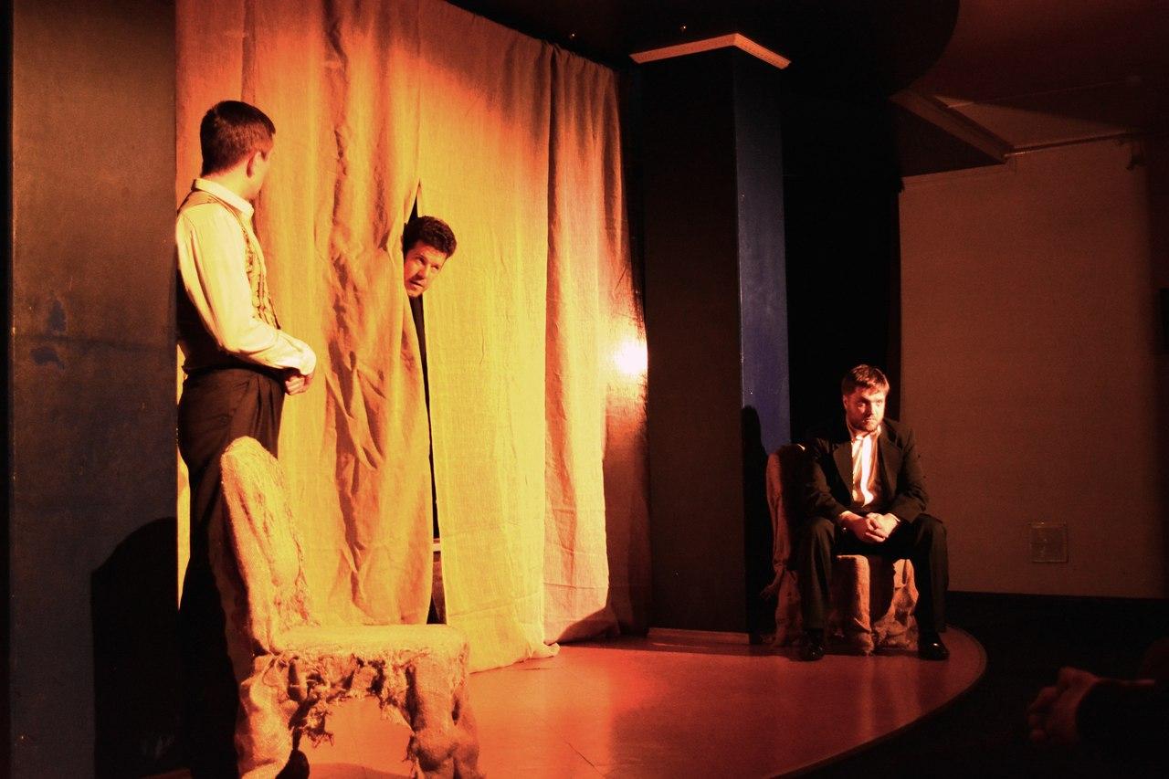 Сцена из спектакля «Портрет»: фотография