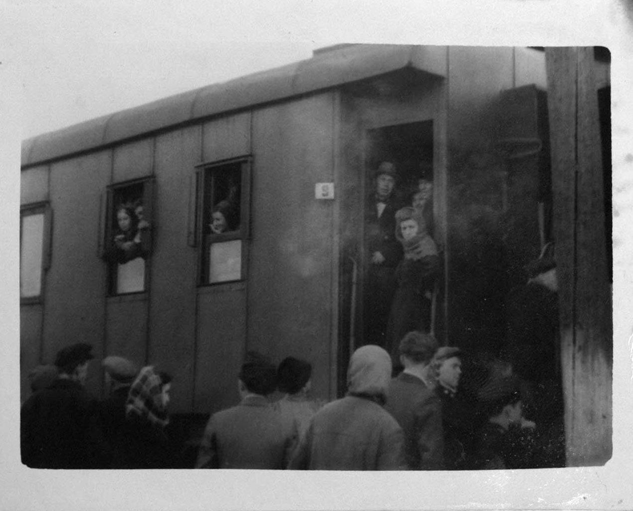 На гастроли по области (в центре – П. Князев). 1950 г.: фотография