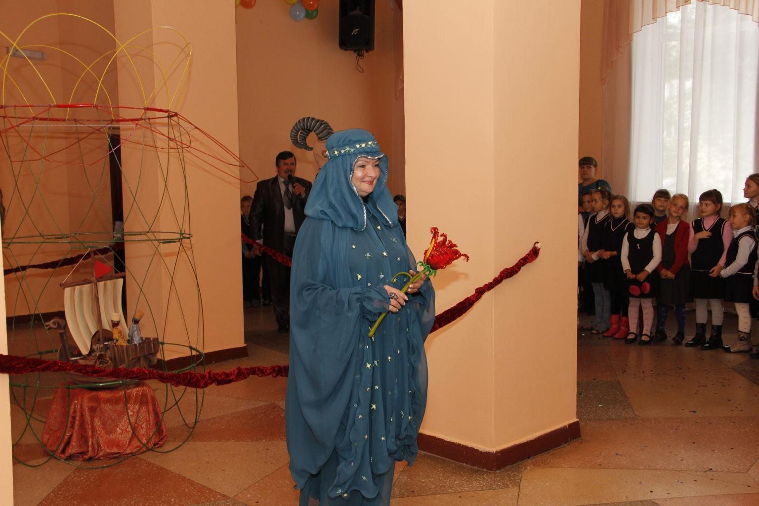 Г. Романова на открытии 74 театрального сезона в театре кукол «Сказ», 2015 г.: фотография