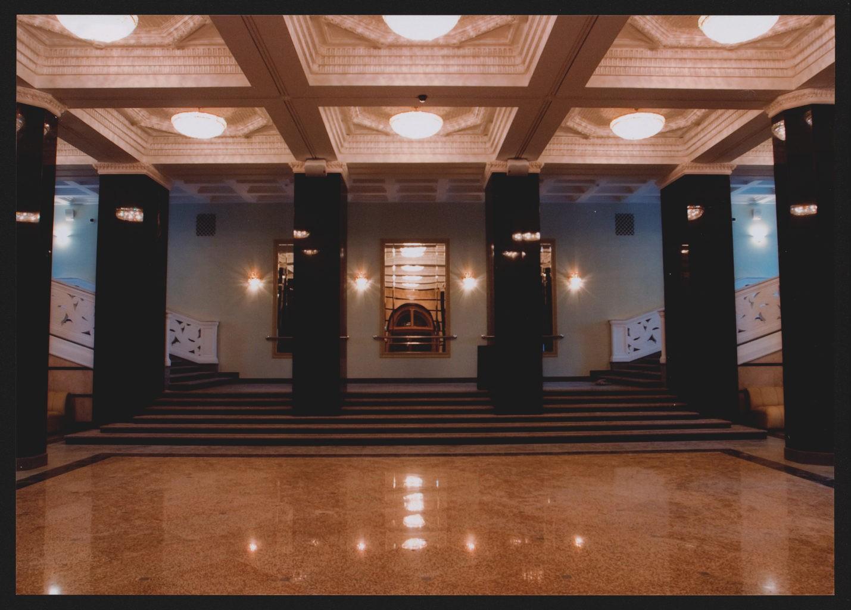Чёрное фойе театра, после реконструкции: фотография