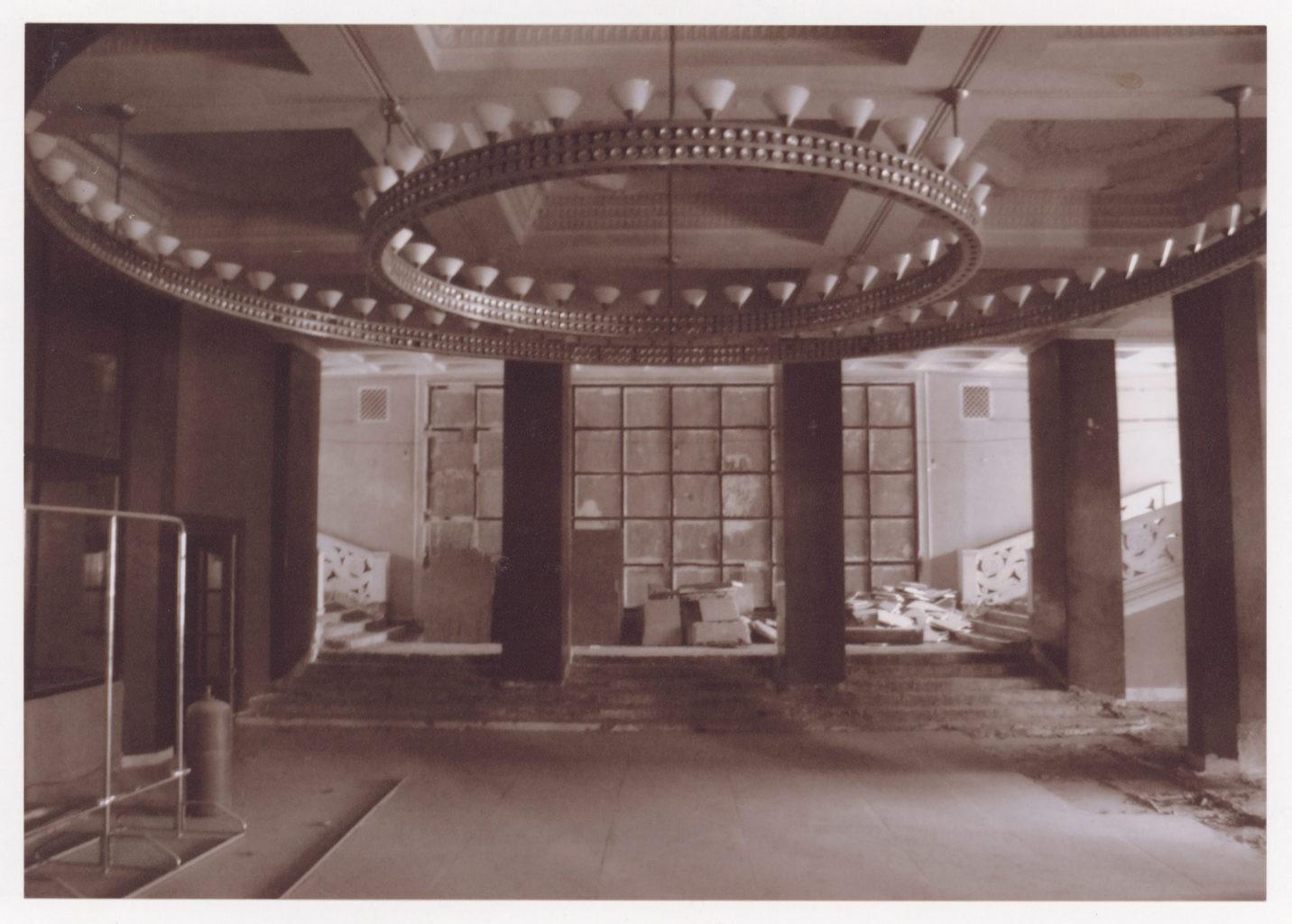 Чёрное фойе театра, до реконструкции: фотография