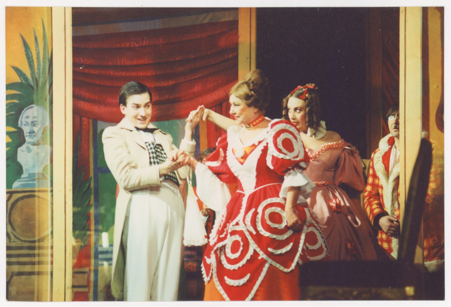 Е. Любицкий, Г. Долинина, И. Литвиненко (спектакль «Ревизор», сезон 2005-2006 гг.): фотография