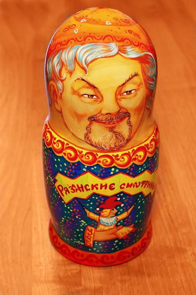 Памятный знак 10-й Международного фестиваля театров кукол «Рязанские смотрины-2005», г. Рязань, 2005 г.